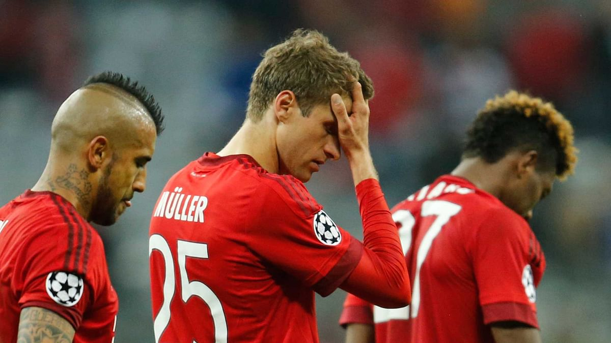 Bayern's Thomas Mueller, center leaves the pitch after Atletico advanced to the final after the final whistle of the Champions League second leg semifinal match. (Photo: AP)