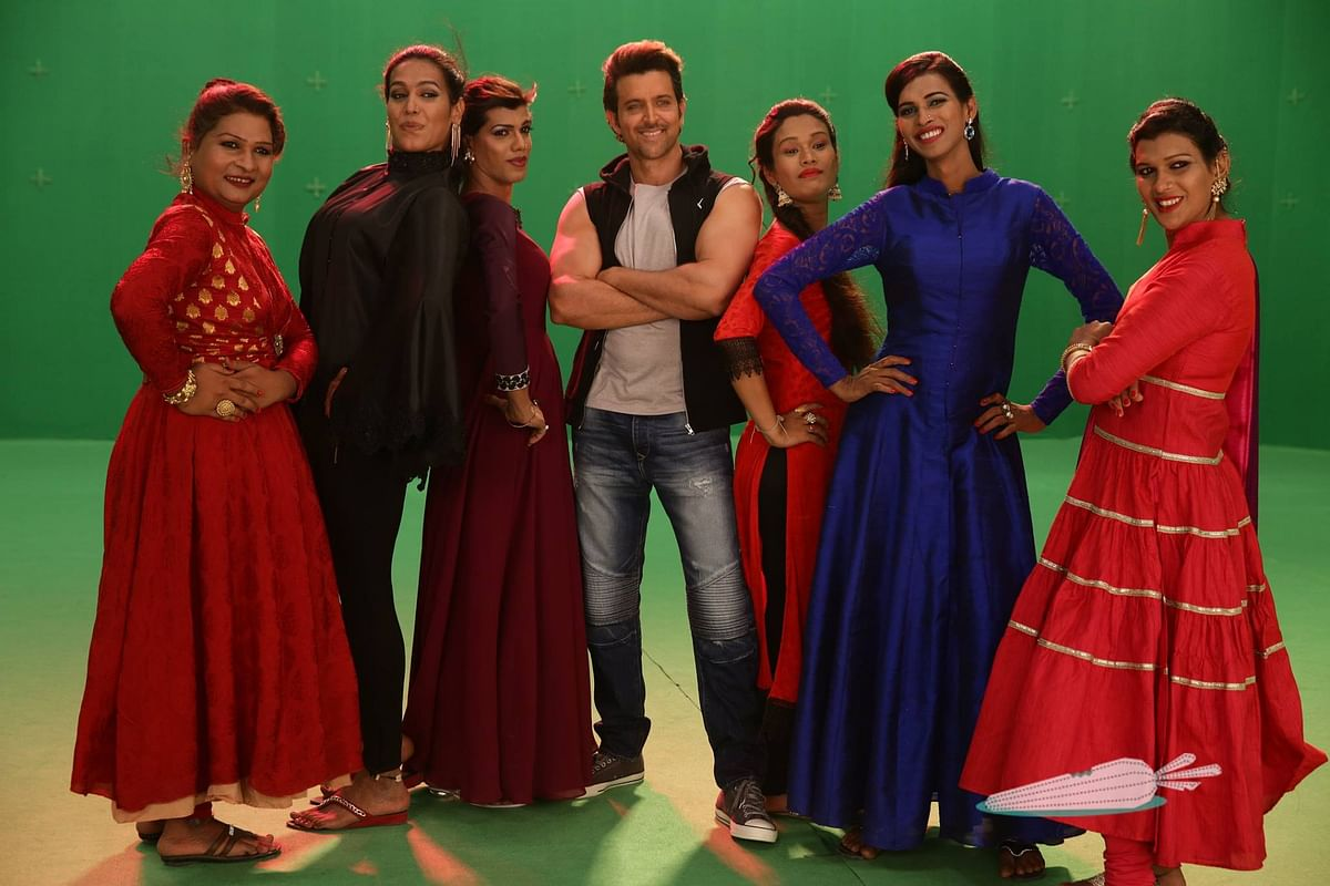 6 Pack Band poses for a shot with Hrithik Roshan (Photo: Facebook/Invisible Rabbit)