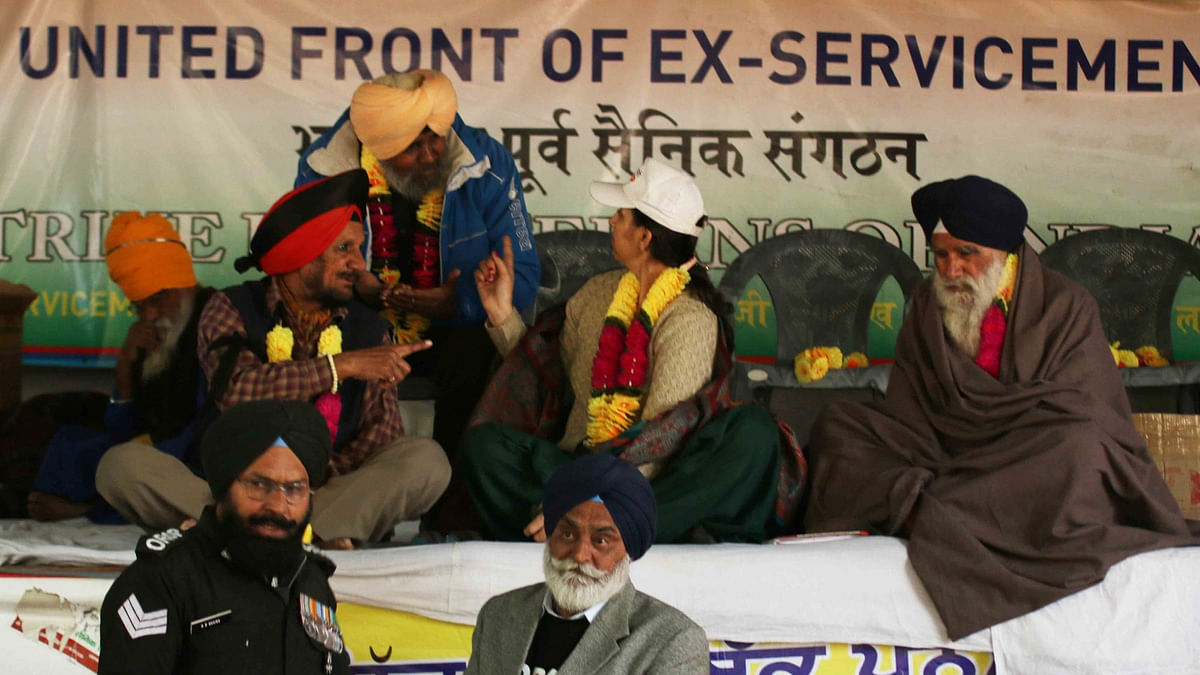 War veterans stage a demonstration to press for speedy implementation of OROP at Jantar Mantar. (Photo: IANS)