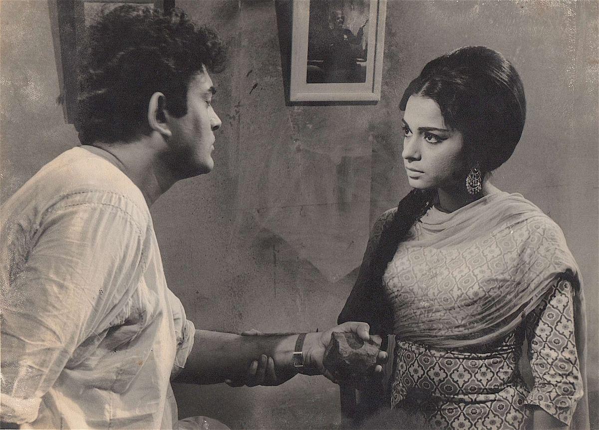 Rehana Sultan with Sanjeev Kumar in <i>Dastak</i>