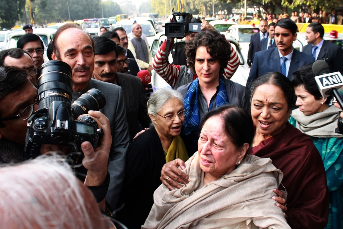 Congress president Sonia Gandhi, vice president Rahul Ganndh and Priyanka Gandhi with other senior leaders at Patiala House Court, in New Delhi in Dec 2015.(Photo: IANS)