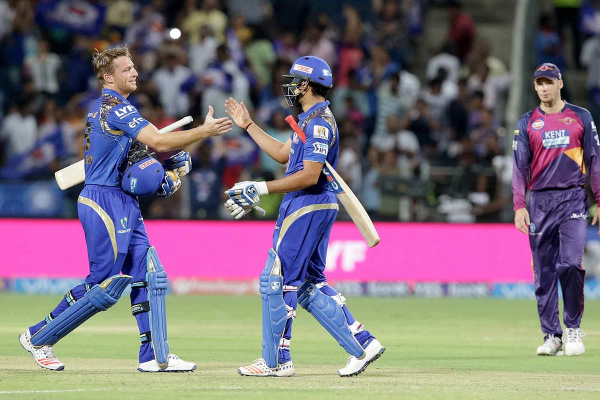 Jos Buttler and  Rohit Sharma celebrate after beating Rising Pune Supergiants. (Photo: BCCI)