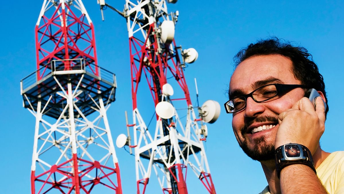 According to the Ravi Shankar Prasad, mobile towers do not have any impact on our health. (Photo: iStockphoto/Altered by <b>The Quint</b>)