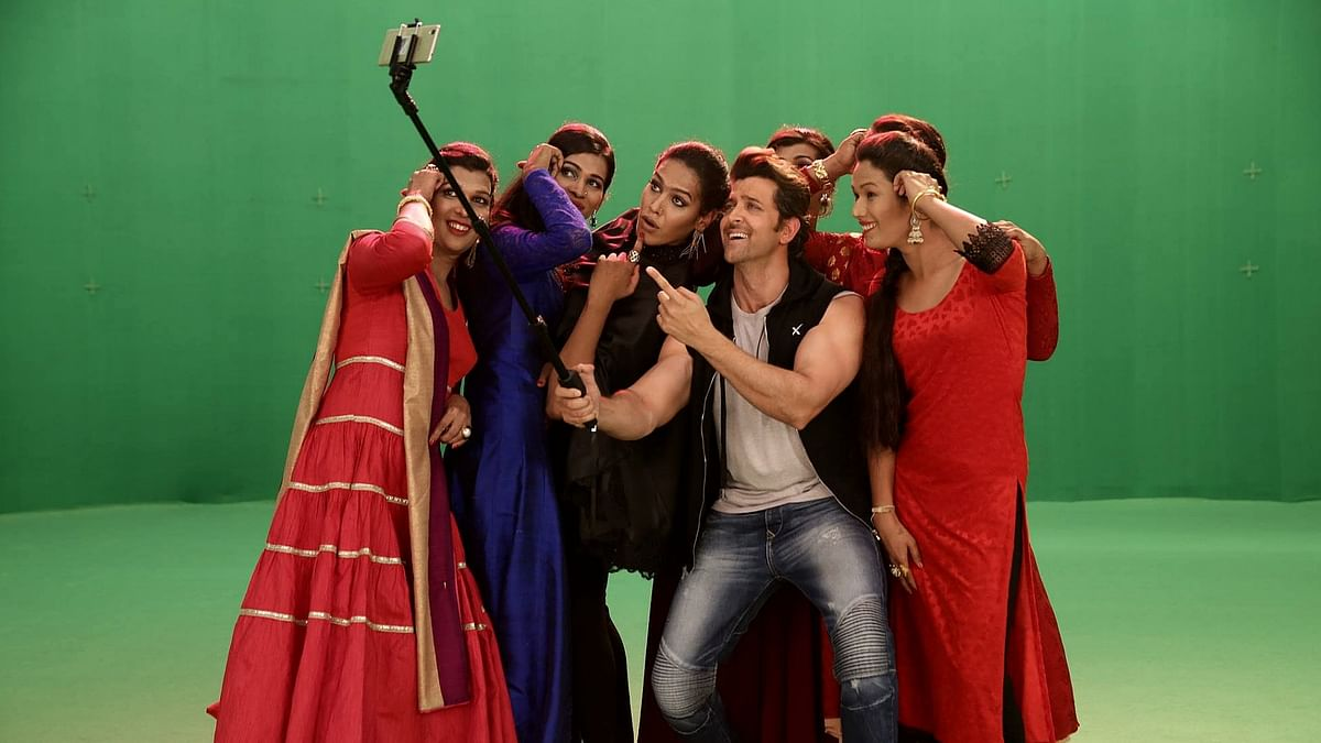 Hrithik Roshan shoots with India's first transgender music band <i>6 Pack Band</i> for a fun music video (Photo: Facebook/Invisible Rabbit)