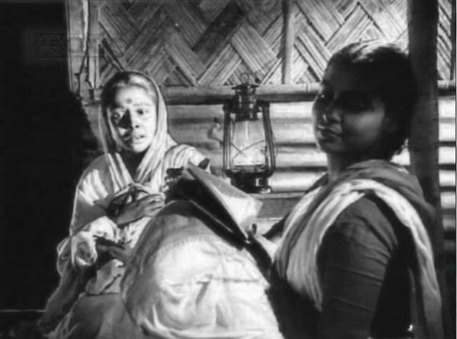 Gita Dey and Supriya Chowdhury from a scene in Ritwik Ghatak's <i>Meghe Dhaka Tara</i>
