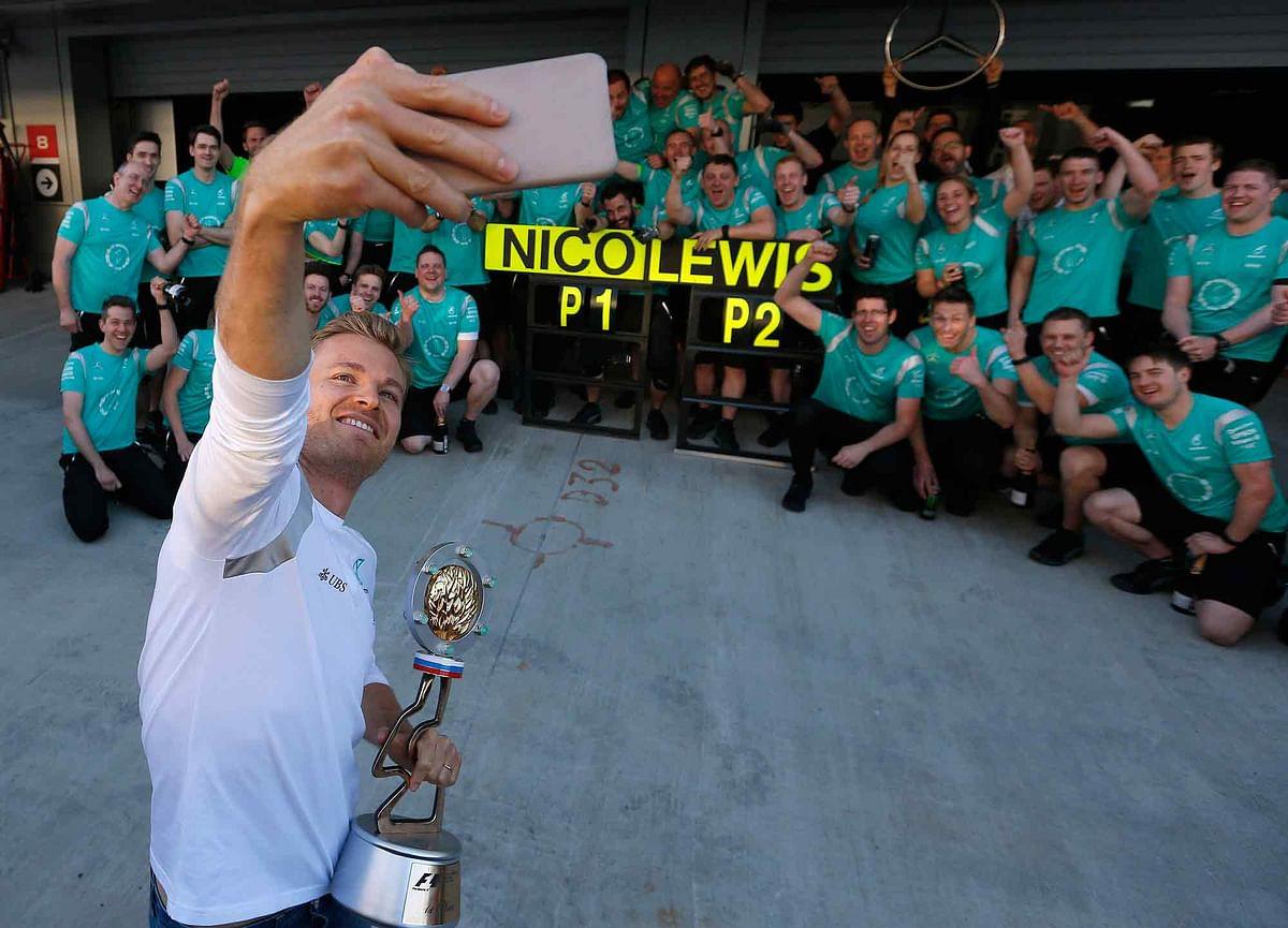 Nico Rosberg celebrates his Russian GP victory with his team (Photo: AP)