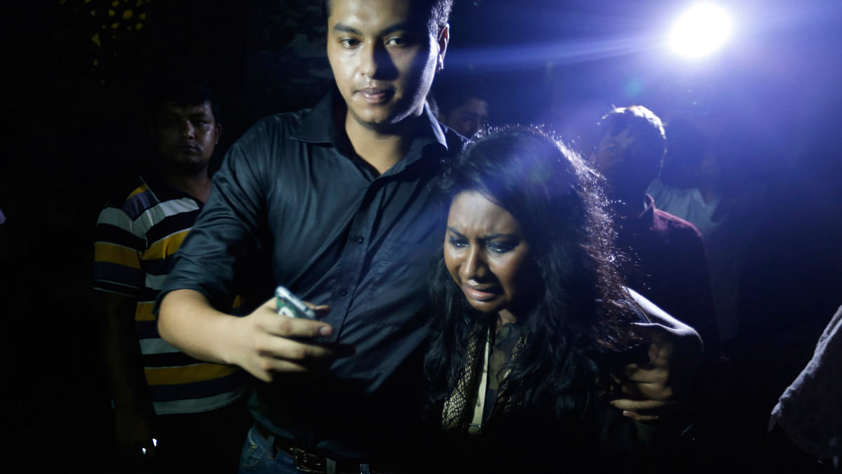 An unidentified co-worker of US Agency for International Development (USAID) employee Xulhaz Mannan, who was stabbed to death, wails as she returns from the crime spot in Dhaka, Bangladesh, 25 April  2016. (Photo: AP)