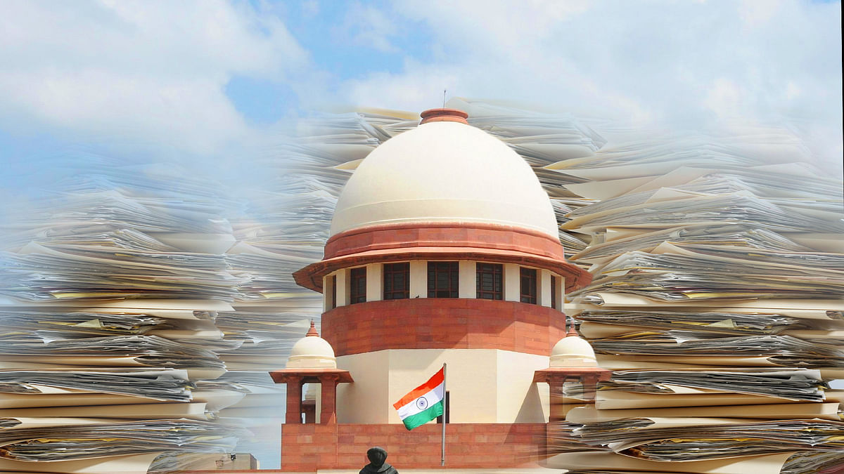 Can arbitration tribunals help in reducing the burden of judiciary? (Photo: IANS/ Altered by <b>The Quint</b>)
