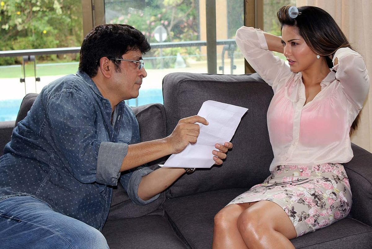 Director Rajeev Chaudhari discusses a scene with Sunny Leone on the sets of <i>Beiimaan Love</i> (Photo: Twitter)