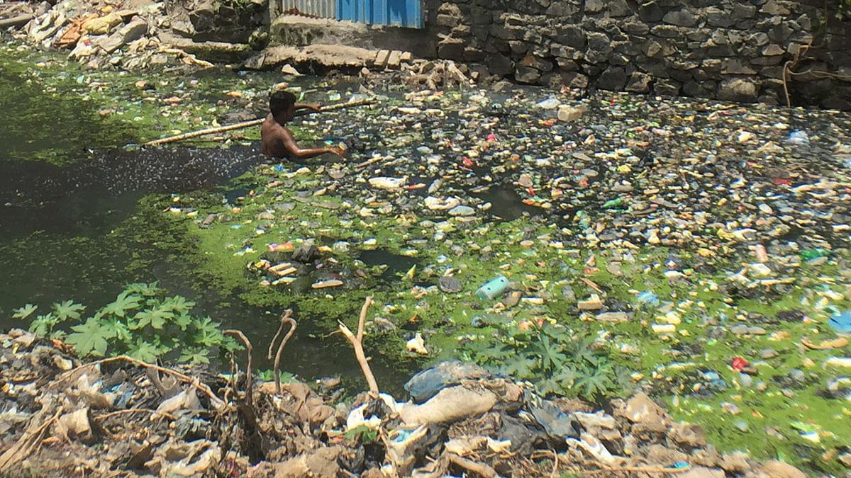 The drain next to which four-year-old Gunjan was playing in Bharat Nagar, Bandra (East), Mumbai. (Photo: <b>The Quint</b>/Pallavi Prasad)