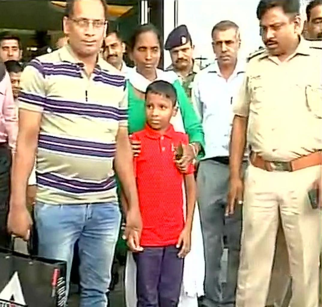 Sonu (6) with his father Mehboob at the Delhi airport on Thursday, 30 June 2016. (Photo Courtesy: ANI)