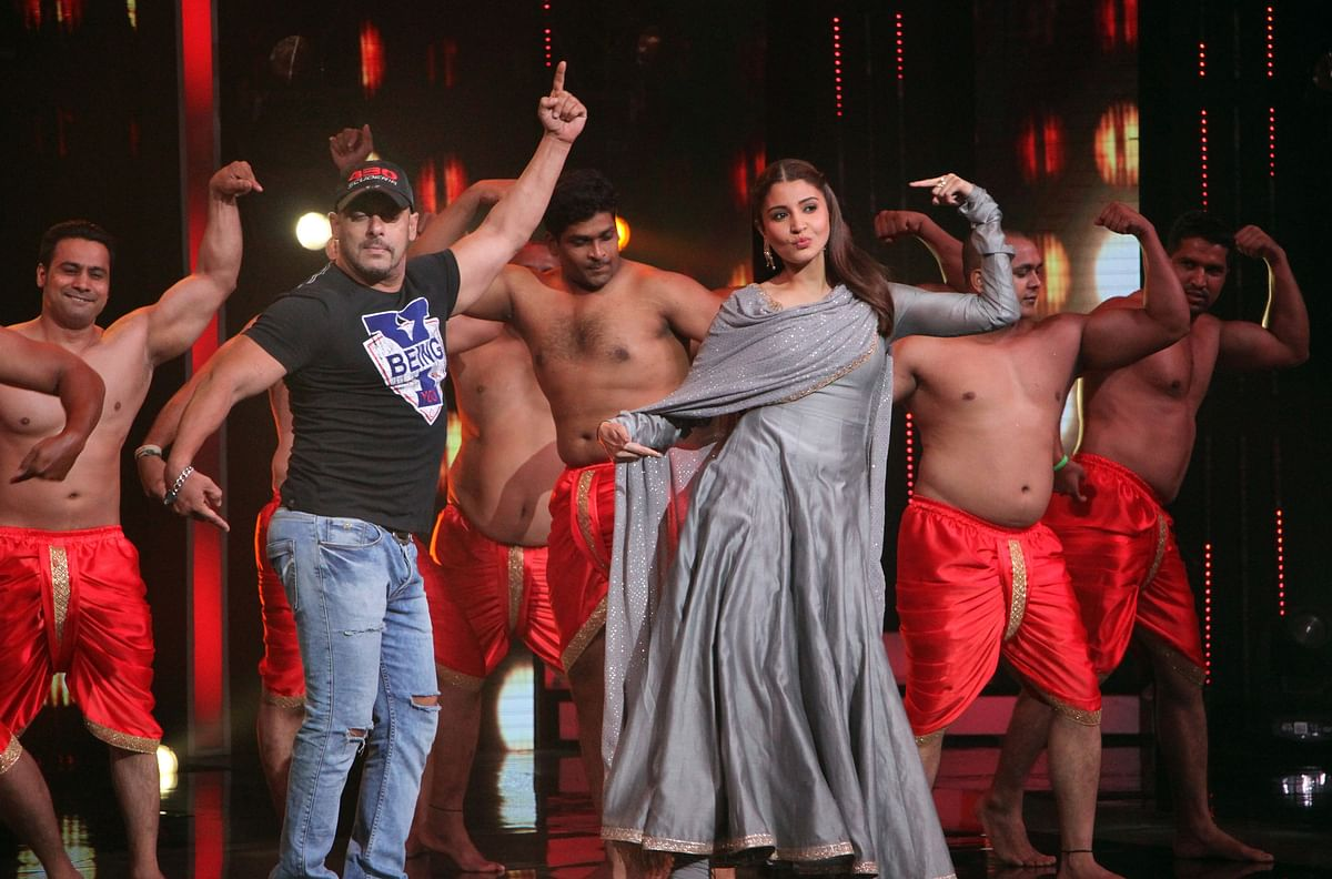 Salman Khan and Anushka Sharma on the reality show <i>Sa Re Ga Ma Pa </i>(Photo: Yogen Shah)