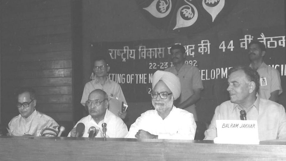 Manmohan Singh (second from R) with PV Narasimha Rao to his left. (Photo Courtesy: Photodivision.gov.in)
