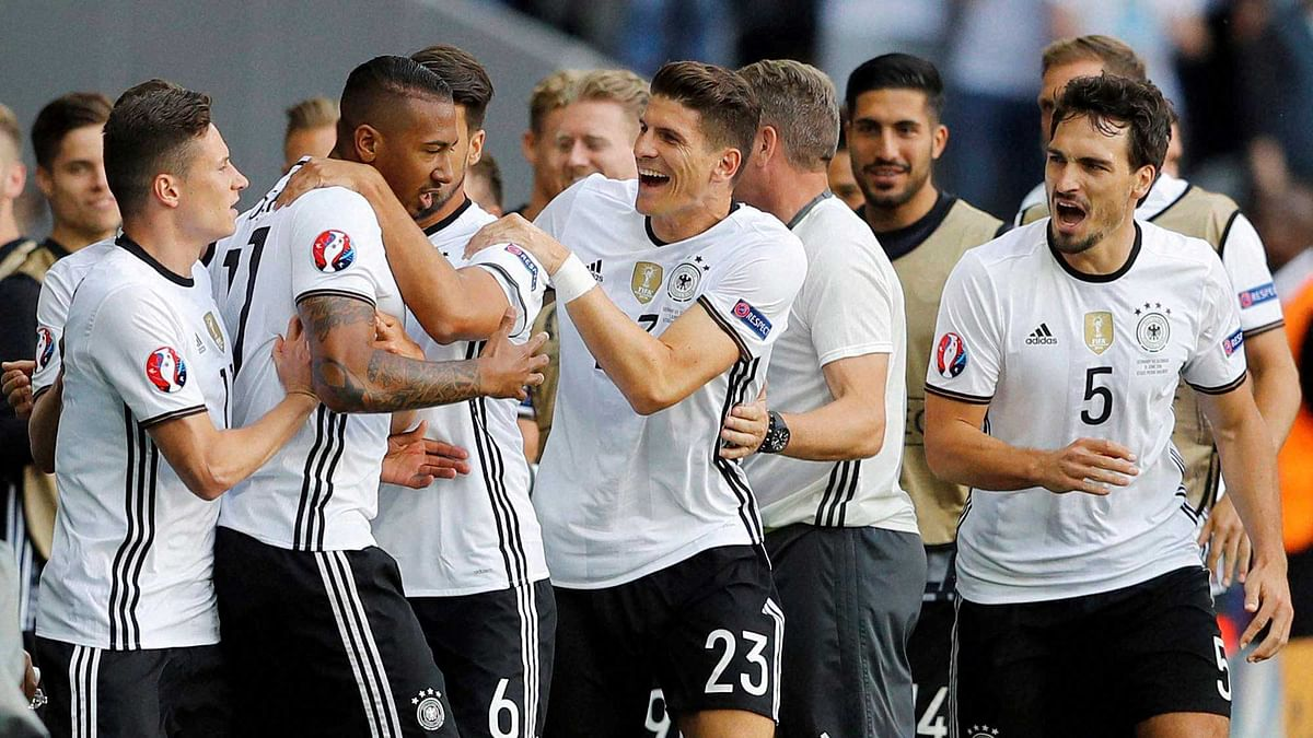 German players celebrate at the end of  the Euro 2016 round of 16 match. (Photo: AP)