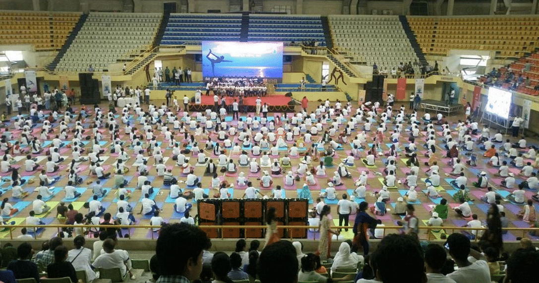 "Hundreds of people get together in Dhaka for a yoga session. (Photo Courtesy: Twitter/ <a href=""https://twitter.com/IndianDiplomacy"">Indian Diplomacy</a>)"
