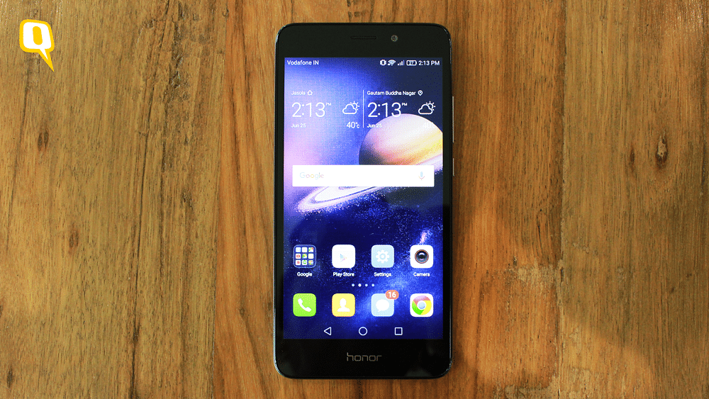 Huawei Honor 5C has a very generic looking front face. (Photo: <b>The Quint</b>)
