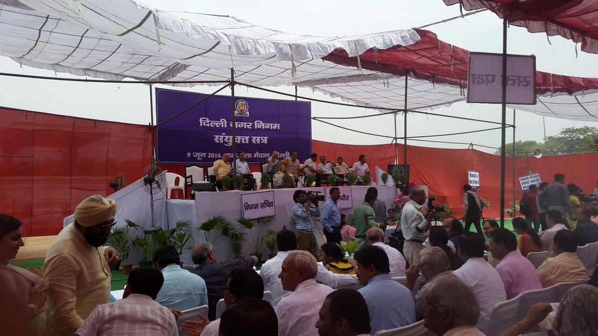 The dias at the Ramlila Maidan meeting. (Photo: Twesh Mishra)