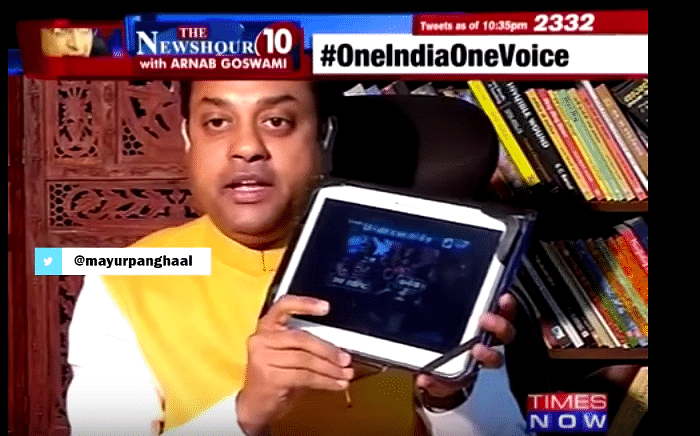 """Sambit Patra asking Times Now Editor-in-Chief Arnab Goswami to show the video of Kanhiaya Kumar making an""""anti-national"""" speech, which was later found to be doctored. (Photo: You Tube/Times Now)"""