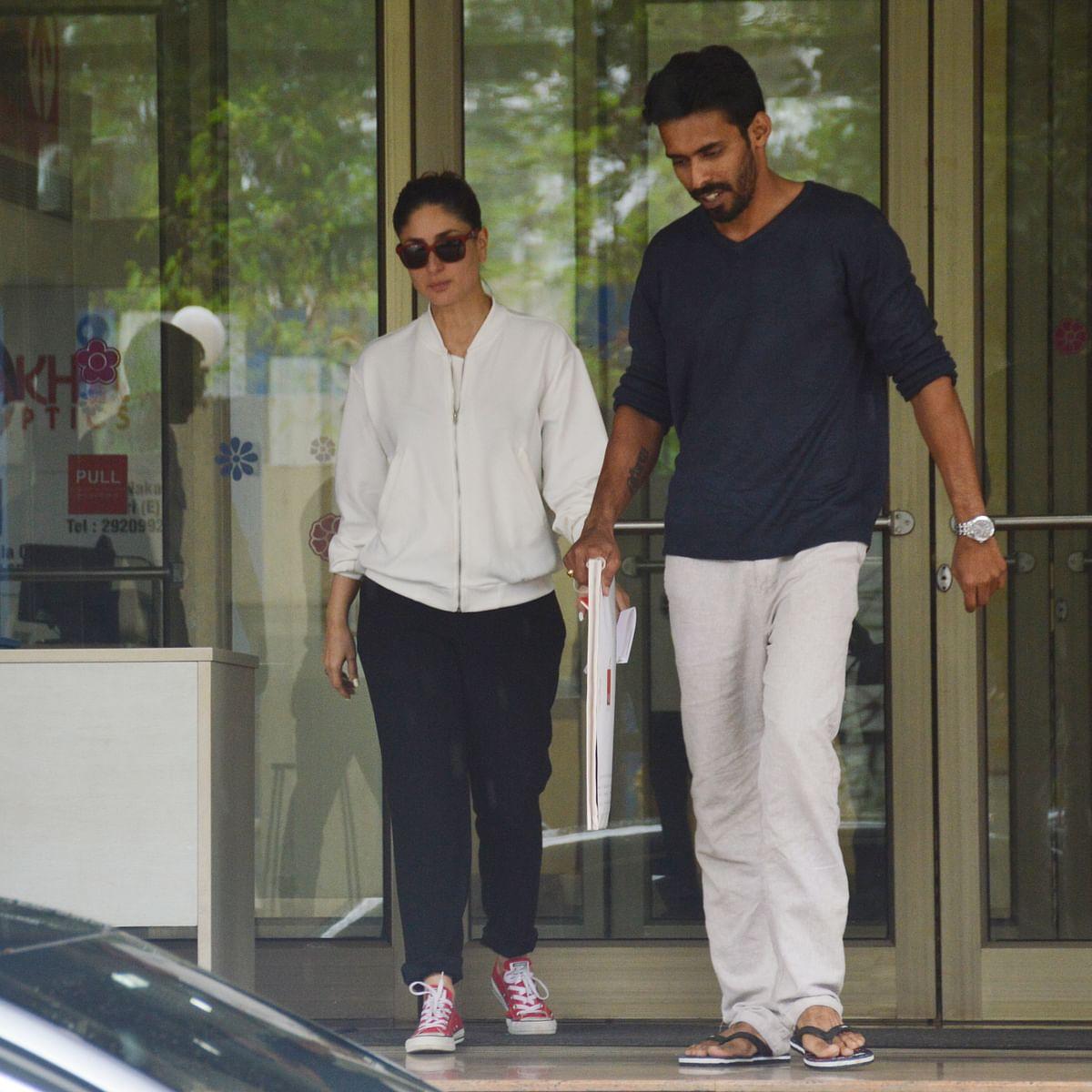 Kareena leaving the hospital (Photo: Yogen Shah)