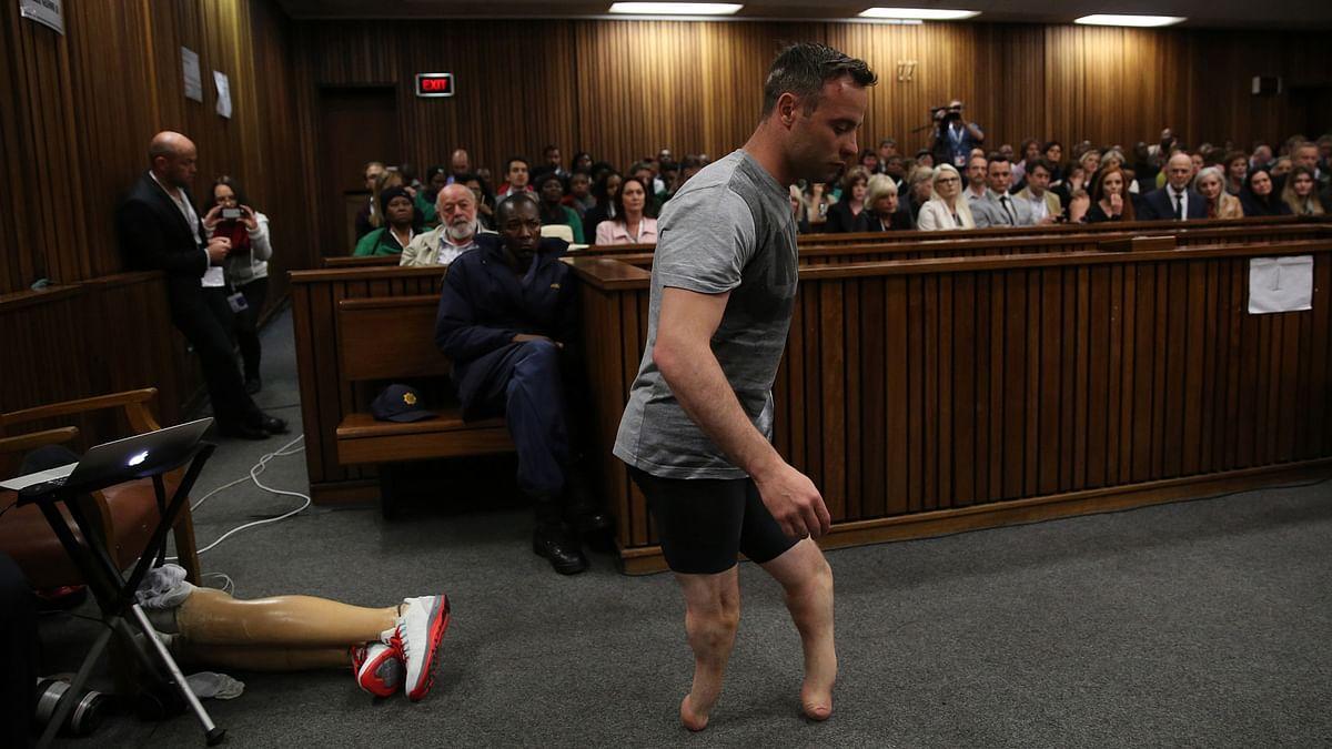 Oscar Pistorius Removes Prostheses, Walks on Stumps to Hearing