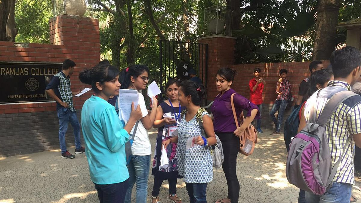 Students standing outside Ramjas College for admissions in Delhi on Thursday, 30 June 2016. (Photo: <b>The Quint</b>)
