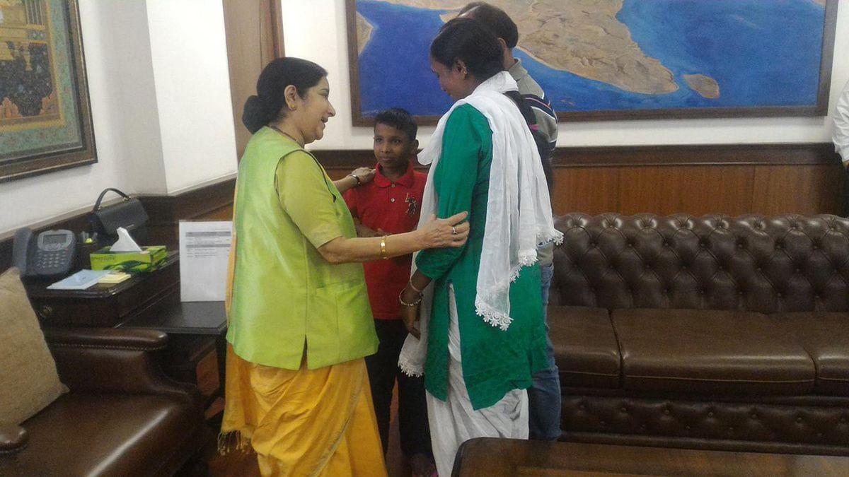 """Sonu (6) with parents and External Affairs Minister Sushma Swaraj (left) in Delhi on Thursday, 30 June 2016. (Photo Courtesy: <a href=""""https://twitter.com/MEAIndia/status/748446952665276416"""">Twitter.com/@MEAIndia</a>)"""