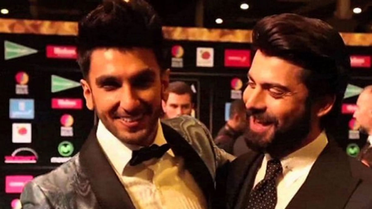 "Ranveer's fan 'girl' moment for Fawad Khan on the IIFA green carpet (Photo courtesy: <a href=""https://www.instagram.com/p/BHIi5guAicq/?taken-by=bollywood312"">Instagram/@bollywood312</a>)"