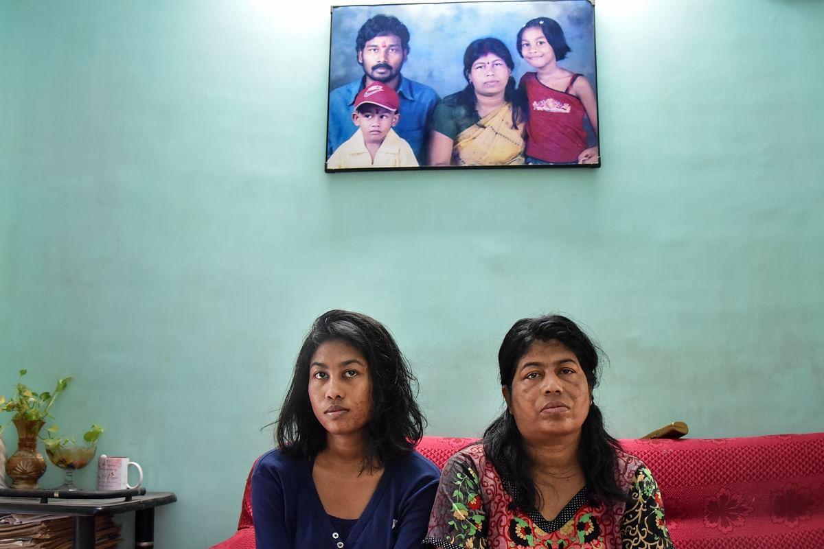 Milan Karmakar's daughter (L) and wife (R). (Photo: Tanmoy Bhaduri)