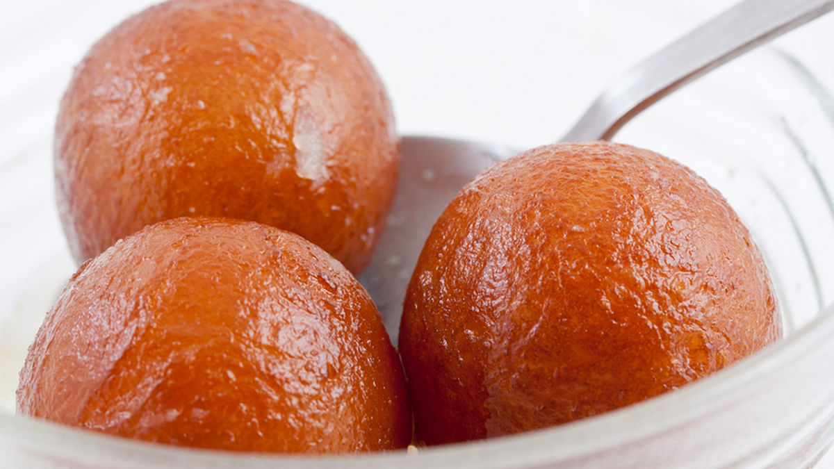 Why Rasgullas are Better Than Gulab Jamuns! (& Other Healthy Tips)