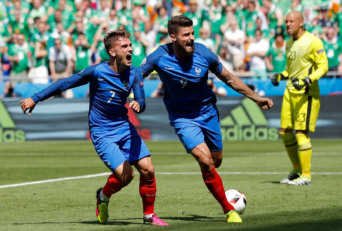 France's Antoine Griezmann, left, celebrates with his teammate Olivier Giroud after scoring in the round of 16 match. (Photo: AP)