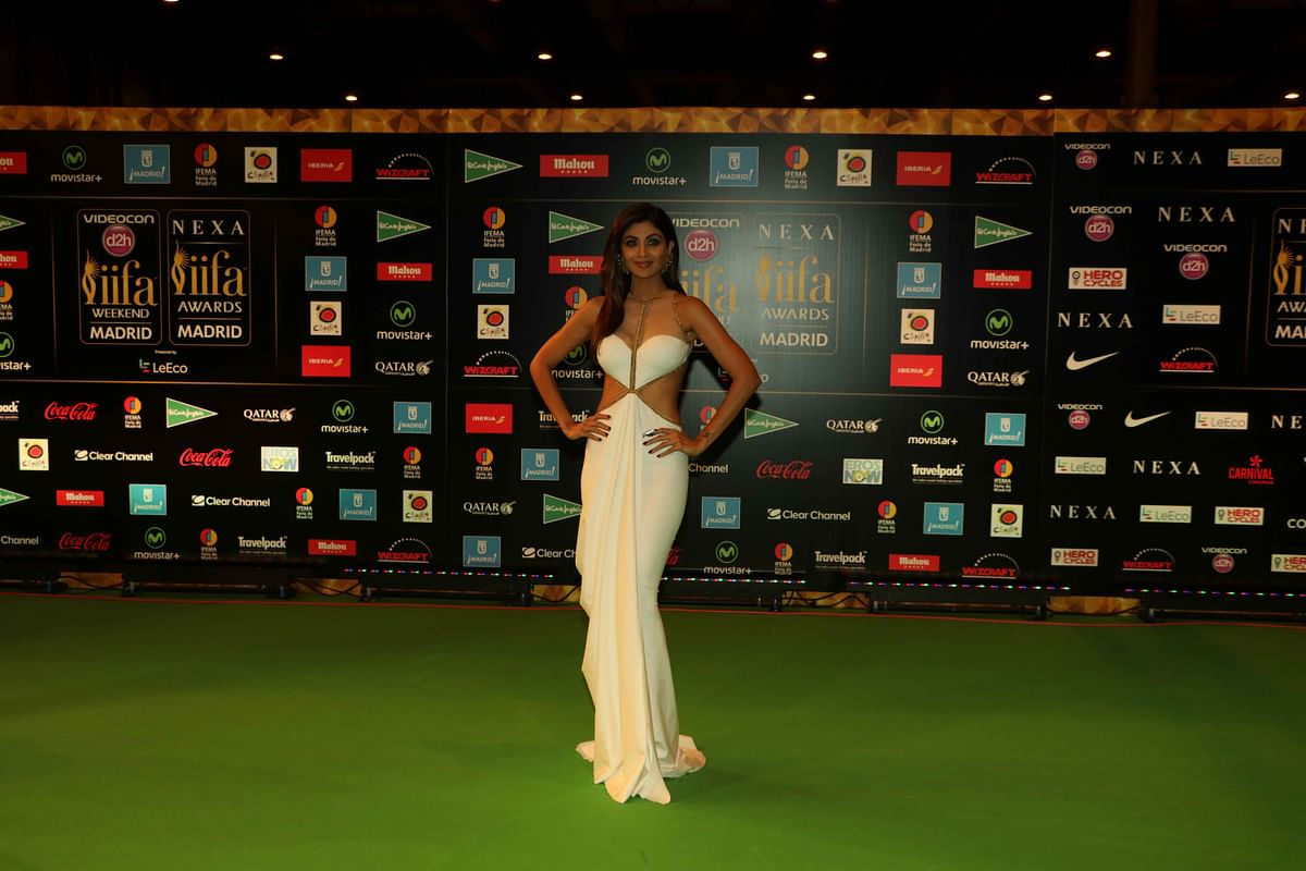 Shilpa Shetty poses for photographers at the International Indian Film Academy (IIFA) Rocks Green Carpet for the 17th Edition of IIFA Weekend & Awards. (Photo: AP)