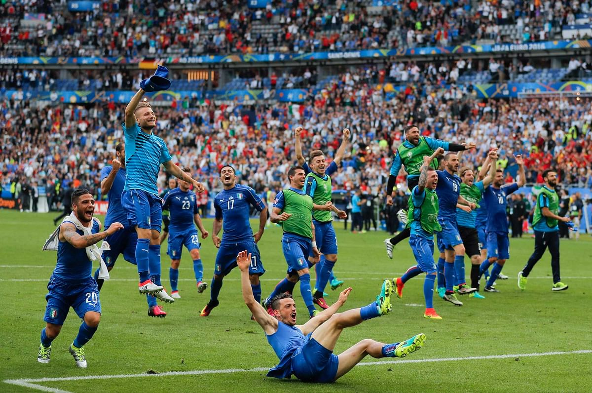 Italy players celebrate at the end of the Euro 2016 round of 16 match between Italy and Spain. (Photo: AP)