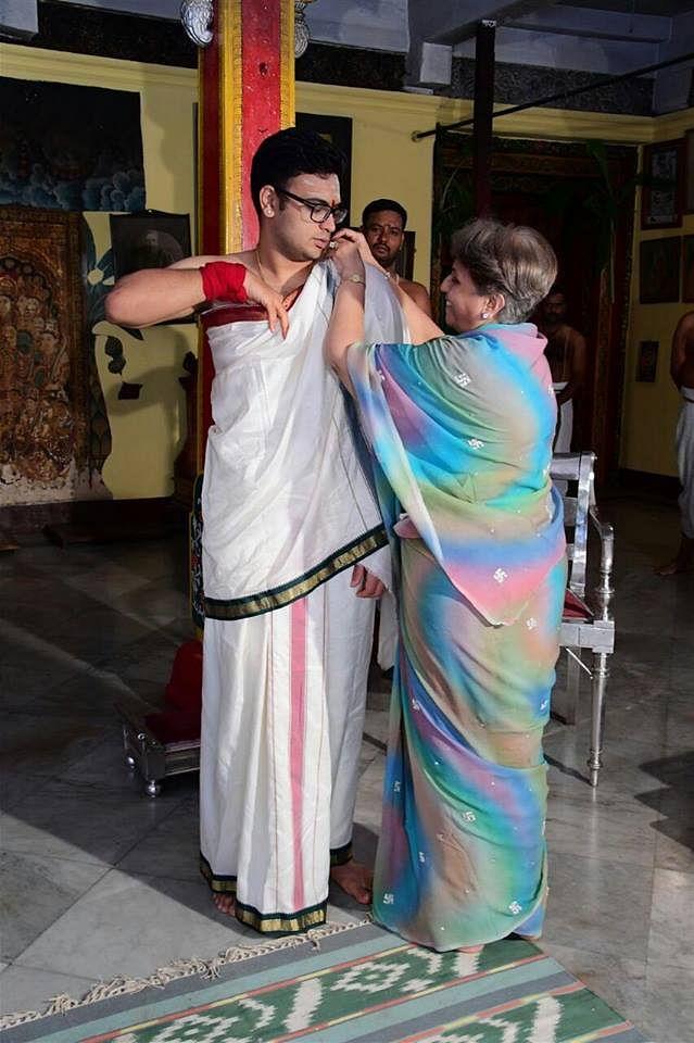 "Maharani Pramoda Devi readies her  Maharaja Son, for one of the wedding rituals. (Photo Courtesy: FB Page of <a href=""https://www.facebook.com/yaduveerkcwadiyar/?fref=ts"">Yaduveer Krishnadatta Chamaraja Wadiyar- The New scion</a>)"