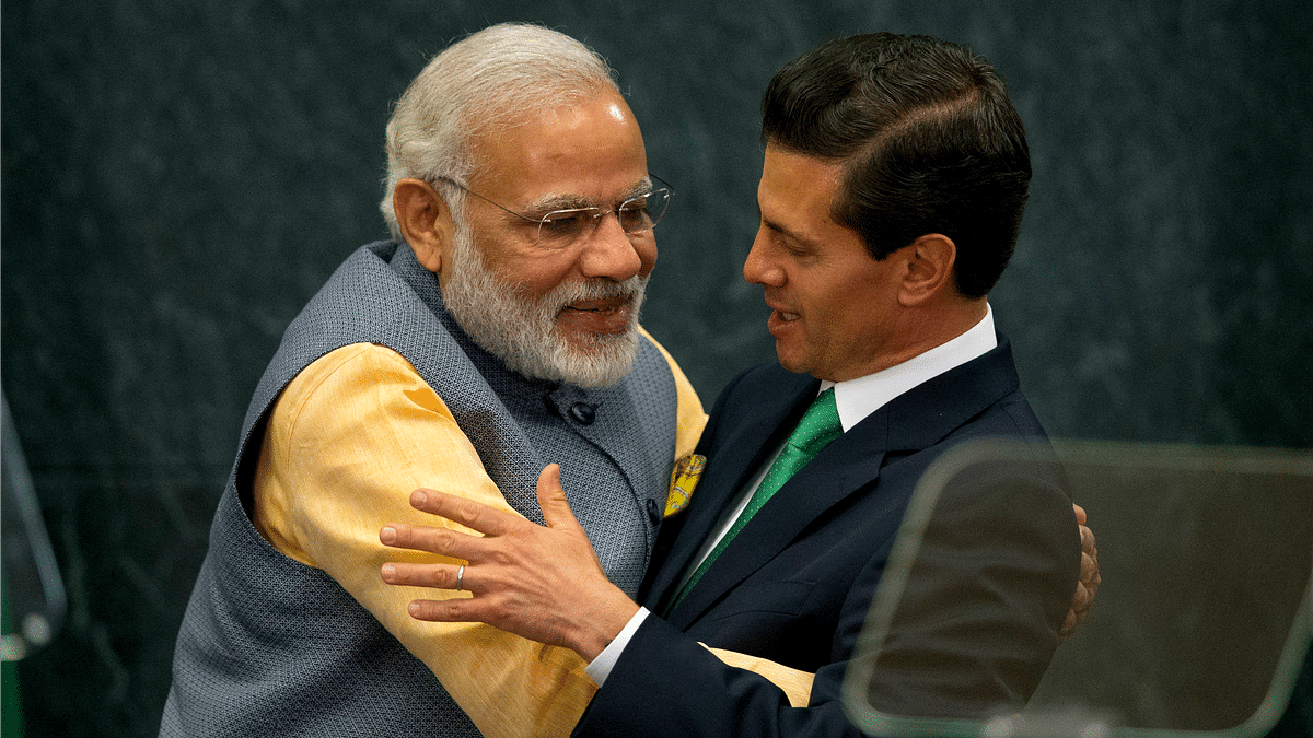 Prime Minister of India Narendra Modi (left) hugs Mexican President Enrique Pena Nieto., following a joint statement to the press, in Los Pinos presidential residence in Mexico City, Wednesday, June 8, 2016. (Photo: AP)
