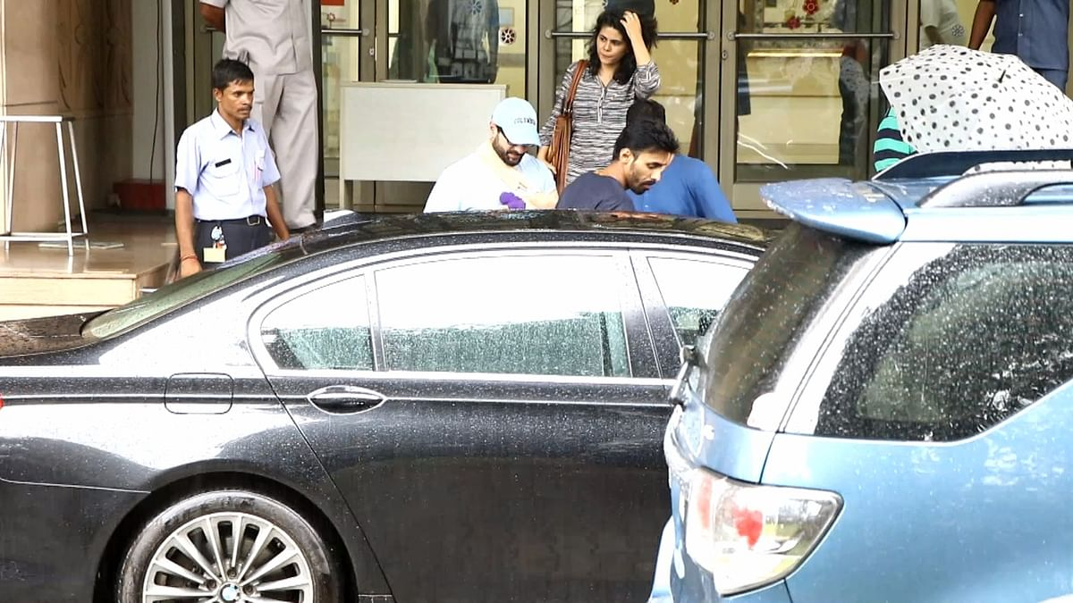 Saif Ali Khan leaving hospital with his left arm in a sling. (Photo: Yogen Shah)