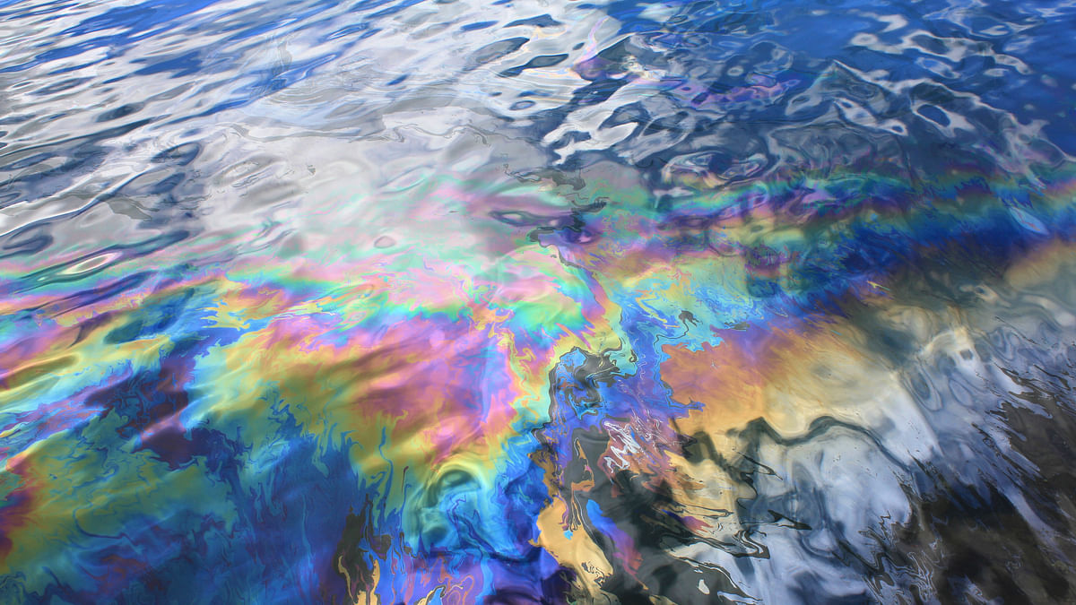 Bacteria could hold the key to addressing oil spills. (Photo: iStock)