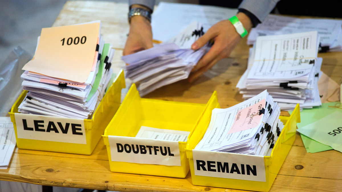 Votes are sorted into Remain, Leave and Doubtful trays, as ballots are counted during the EU Referendum count  at the Lindley Hall in London, 24 June 2016. (Photo: AP)