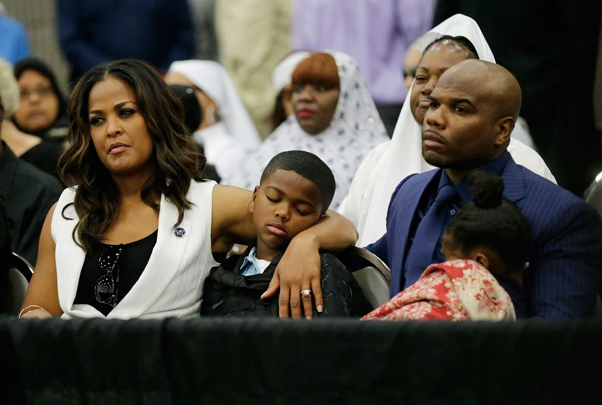 Laila Ali  and her husband Curtis Conway in Freedom Hall, Thursday, June 9, 2016 (Photo: AP)