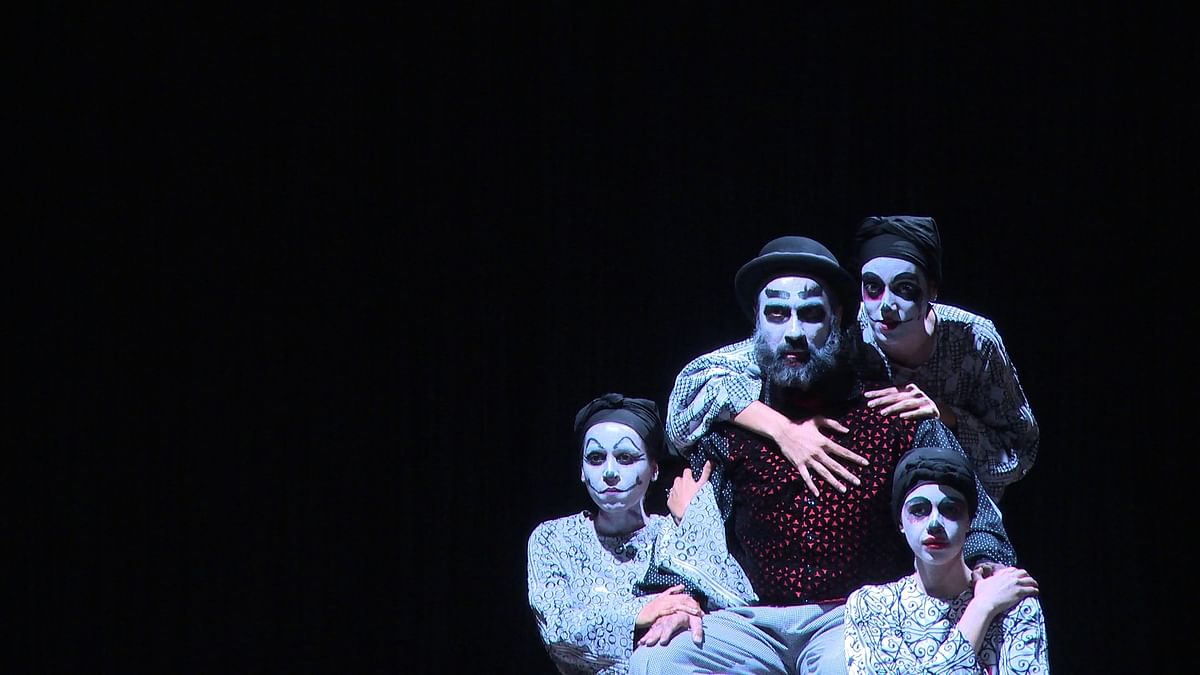 Ranvir Shorey as Macbeth with Lady Macbeth played by Kalki Koechlin, Tillottama Shome and Sheena Khalid