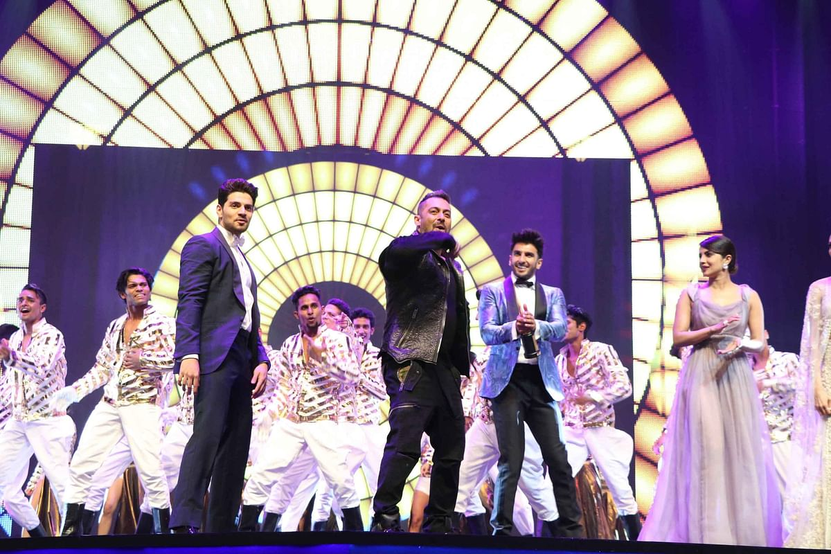 Sooraj Pancholi, Salman Khan, Ranveer Singh and Priyanka Chopra share the IIFA stage. (Photo: Yogen Shah)