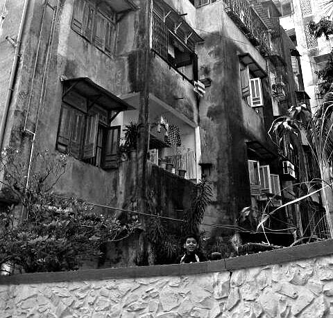 When I was clicking this image, a boy suddenly popped out. Before he appeared, I was drawn to this building because of its dilapidated grandeur that was both alluring and frightening. (Photo: <b>The Quint</b>/Maanvi)&nbsp;