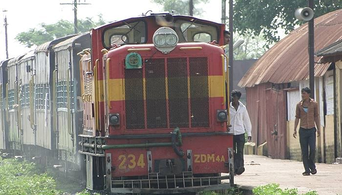 "Shakuntala Express (Photo:<a href=""https://upload.wikimedia.org/wikipedia/commons/4/44/Narrow_Gauge_Train_at_Rajim.JPG""> Wikimedia Commmons</a>)&nbsp;"