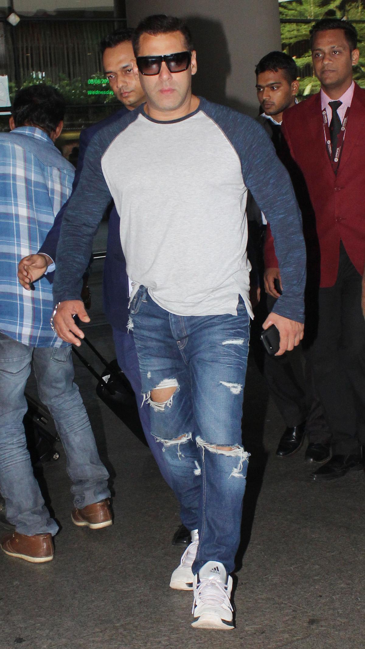 Salman Khan spotted at the Mumbai international airport (Photo: Yogen Shah)