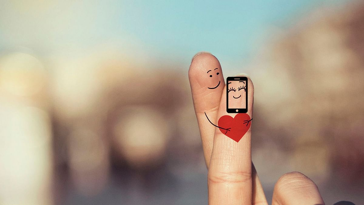 Man decides it is better to marry a smartphone than an actual girl. (Photo: iStockphoto)
