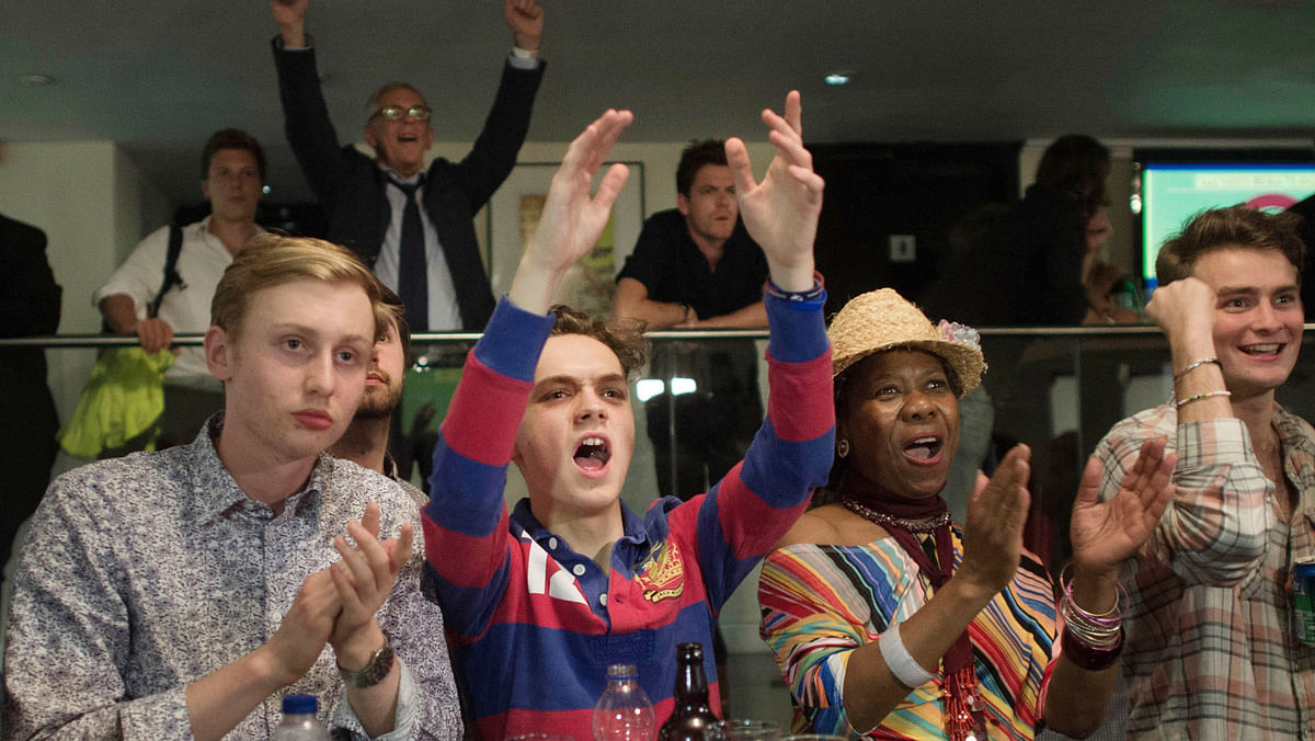Supporters of leaving the EU celebrate at a party hosted by Leave.EU in central London as they watch results come in from around the country after EU referendum, 24 June 2016. (Photo: AP)