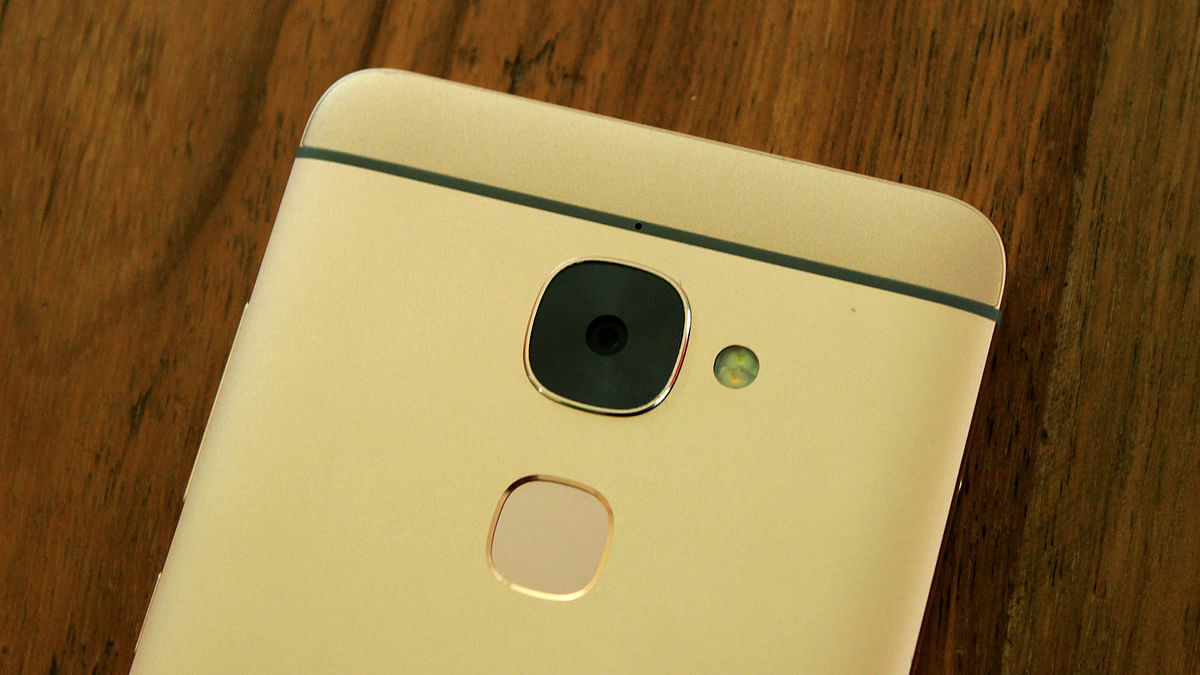 The 16-megapixel camera is good enough for the price. (Photo: <b>The Quint</b>)