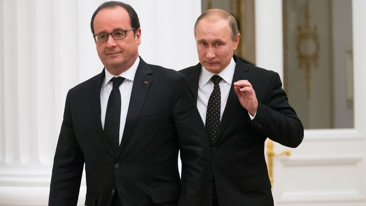 President of France, Francois Hollande (L) with President of Russia, Vladimir Putin (R) at the Kremlin in Moscow, Russia. (Photo: AP)