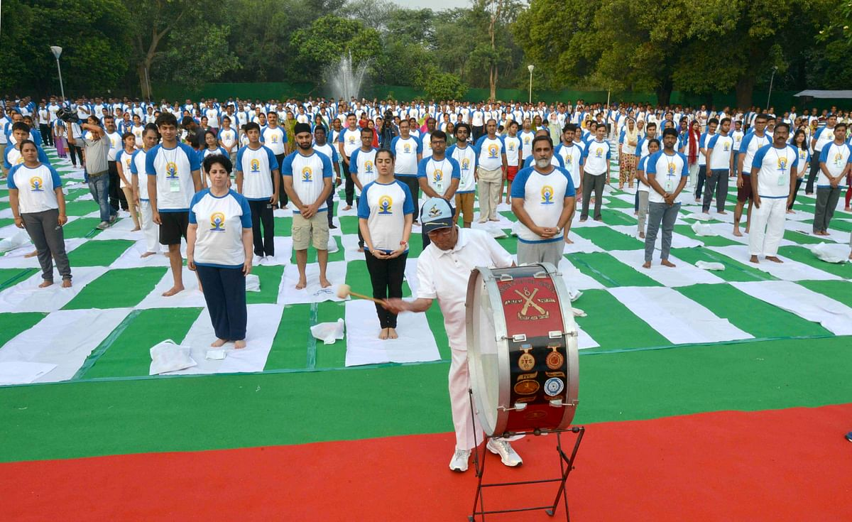 President Pranab Mukherjee inaugurating the commemoration of the 2nd International Yoga Day. (PIB)