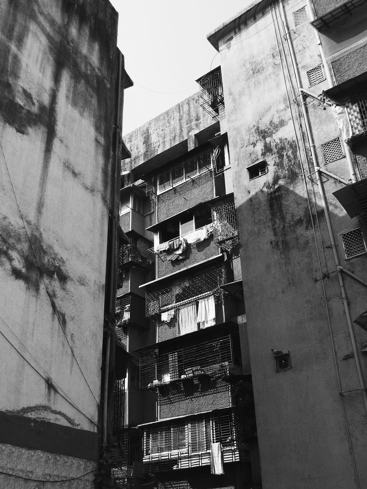 I clicked this image as I walked around Lalbaug trying to understand the residential structure of the locality. And the first thing that came to my mind was the question of privacy in a city like Mumbai. (Photo: <b>The Quint</b>/Maanvi)