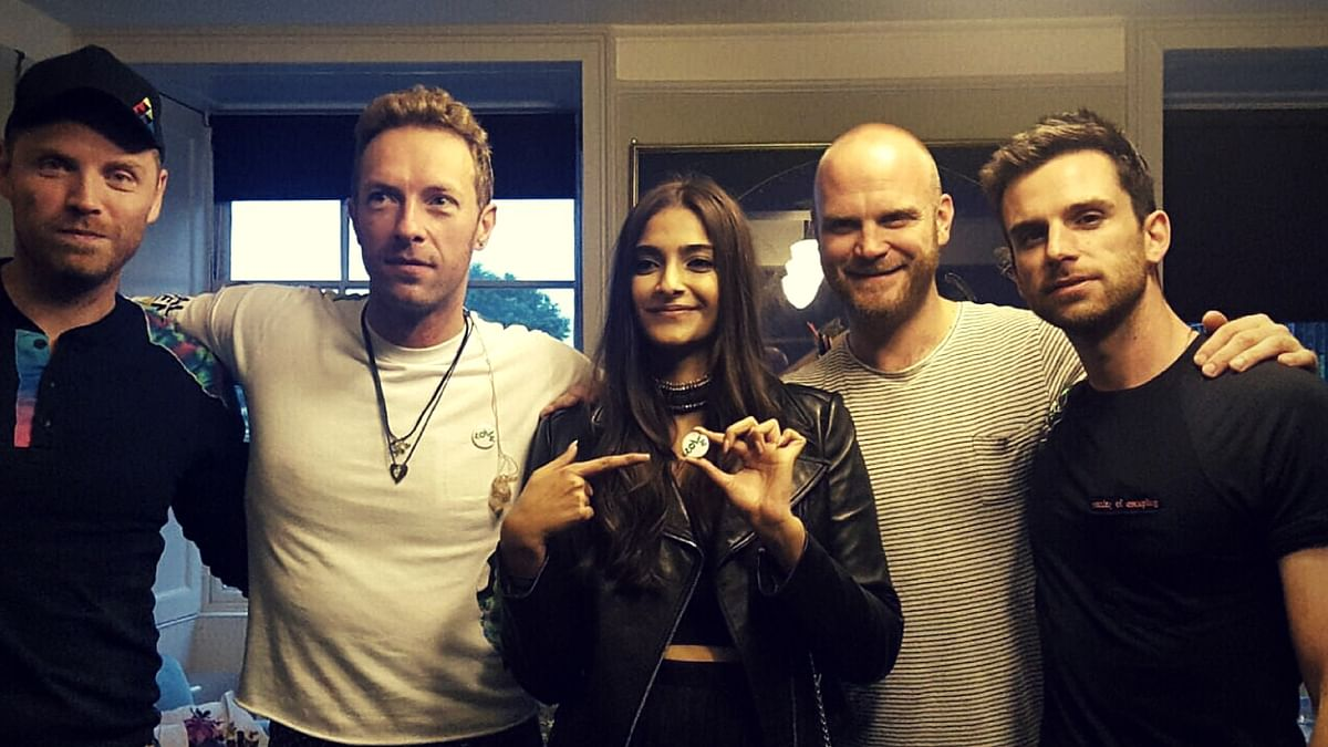 Sonam Kapoor  with the Coldplay band members in London. (Photo Courtesy: Twitter)